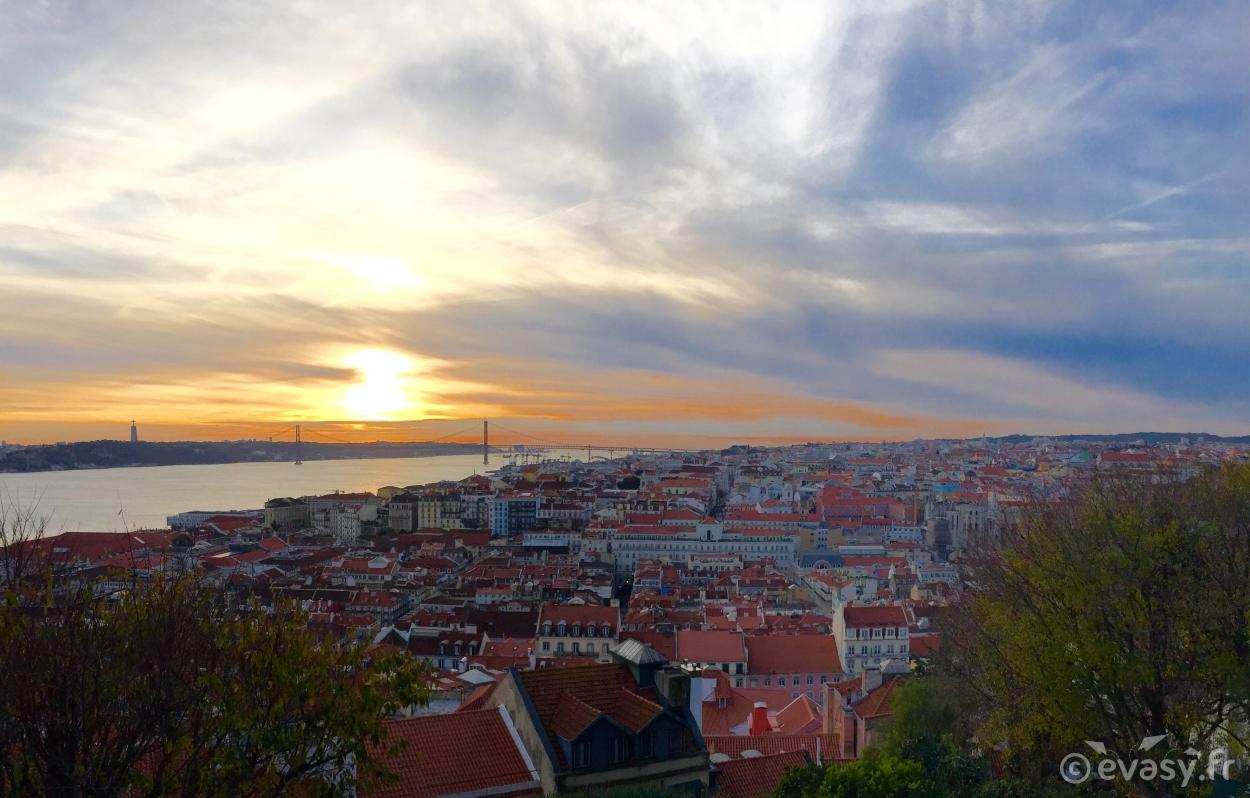 Coucher de soleil sur le Tage à Lisbonne