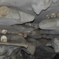 Squelettes dans un tombeau Toraja à Sulawesi
