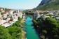 Vue sur le vieux pont de Mostar en Bosnie-Herzégovine depuis le minaret de la grande mosquée